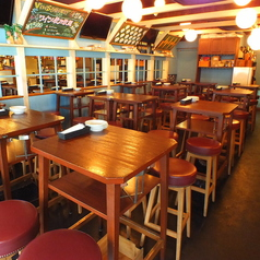 カウンター席とテーブル席の2種類をご用意しており、少人数~大人数まで対応可能です!お一人様のちょい飲みから会社のご宴会まで、様々な用途でお使いください!おすすめの逸品料理はアヒージョ♪ワインにとってもよく合います。