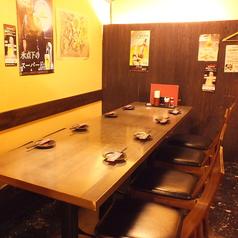 8名様用テーブルは仕切りができて◎