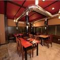 2Fテーブル席。お客様の人数に応じてお席をご用意いたします。居心地のいい広々とした空間で各種宴会をお楽しみいただけます。(4席×2、6席×2)