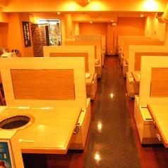 焼肉六甲 元町店の雰囲気1