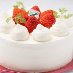 料理メニュー写真苺のデコレーションケーキ