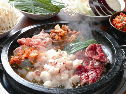 九州・博多で人気の「炙りもつ鍋」のお店