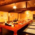 3階の隠れ家風ロフト席。大きな梁が見える屋根裏部屋封で、女子会、合コン、仲間たちとの飲み会にもおすすめ。