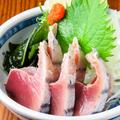 料理メニュー写真かつおタタキ (lightly seared bonito)