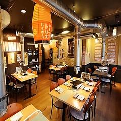 1Fはテーブル席とカウンター席をご用意!4~20名様までの少人数宴会に最適です!ちょっとした飲み会から会社宴会まで、様々なシーンでご利用ください!