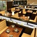 間隔を開けたボックス席は三密を避けられます♪スタッフも誘導の際はお座りいただくお席が三密でないかをしっかり確認しております!