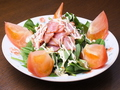 料理メニュー写真カリカリベーコンとほうれん草のサラダ
