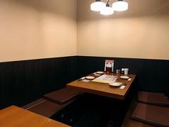 2階にあるテーブル席です。広い空間を小人数からでも使用できます。