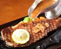 料理メニュー写真国産牛サーロインステーキ ガーリックチップ添え(200g)