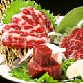 料理メニュー写真九州馬刺し三種盛り