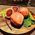 料理メニュー写真マスカルポーネチーズとトマトの生ハム包み