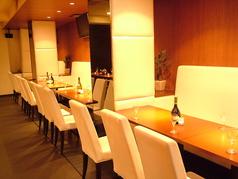 広々テーブル席はプライベートや大型の宴会まで幅広くご対応。