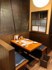 1階席にあるテーブル席は店内の雰囲気を楽しめるお席となっています。