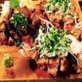 料理メニュー写真【塩麹で熟成!どっさりネギ!1日限定各5食!】熟成鶏モモ炭焼き