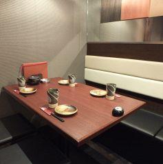 使いやすいテーブル席。グループでどうぞ。