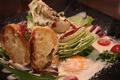 料理メニュー写真まるごとレタスのシーザーサラダ