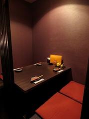 1階には4名掛けのテーブル席もご用意。リニューアルした大人の雰囲気空間をお愉しみください。