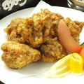 料理メニュー写真鶏肉の唐揚げ/鶏肉とピーナッツのピリ辛い炒め/レーモン鶏