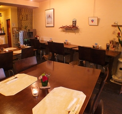 4人掛けのテーブル席☆お誕生日・記念日にはお洒落で落ち着いた店内で♪