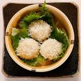 """九州の""""うまかもん""""が大集合。薩摩の黒豚や熊本県産の新鮮な馬刺しなど、九州料理を豊富にご用意。こだわりの味わいに舌鼓...ぜひ一度ご賞味ください。"""