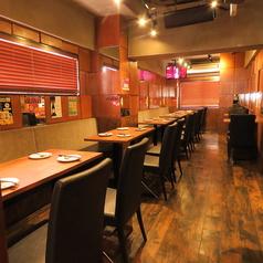 気軽な飲み会や宴会にぴったりです!最大45名様までのテーブル席のご用意があります。それ以上のご宴会はお店貸切も可能!お気軽にお問い合わせくださいませ。