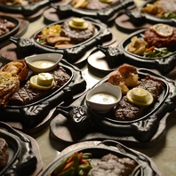 常時20種類以上のステーキをそろえております。