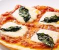 サクサクのピザは生地から手作り♪