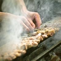 炭火の遠赤外線と燻煙効果により、香ばしく焼き上げます