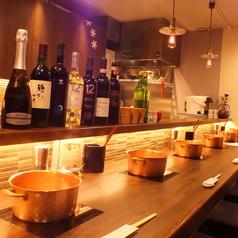 カウンター席8席。扱っているお酒はオーナー厳選でその時々で仕入れています。スパークリングワインとしゃぶしゃぶのコラボが大人気です!!お料理に合うおすすめなお酒も提案させていただきます。