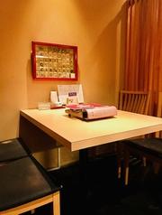 2~4名席のテーブル席