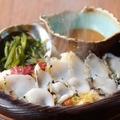 料理メニュー写真炙りアワビの海藻蒸し 雲丹ソース添え