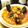 料理メニュー写真フルッティ ディ マーレ(魚貝のピッツァ)