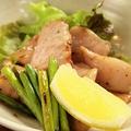 料理メニュー写真豚トロとニンニクの芽炒め/荒ぶる!なまかいの豚キムチ