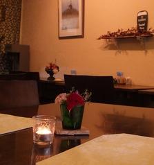 2名掛けのテーブル席♪雰囲気のある店内なので、デートにも最適です☆