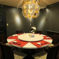 家族や仲間、会社の接待にもシックで高級感のある個室!