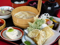 料理メニュー写真門前 ゆばと野菜の天ぷら付き