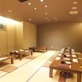 【4階】個室の座敷席は最大24名様迄OK!!もちろん1つのテーブルは4名様席なので。少人数の座敷づかいにも◎