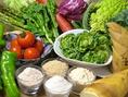 オーナーが毎日選ぶ朝獲れ野菜でその日のメニューを決めます♪