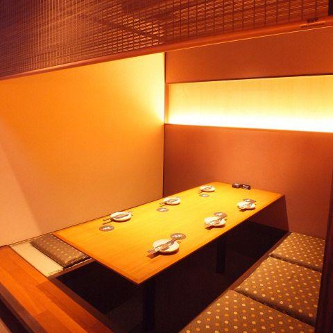 京をイメージした店内は和風の落ち着いた大人の空間です。簾を下ろして個室風に…♪プライベートのご宴会やデート・飲み会にも最適♪4名様・6名様など、様々なシーンでご利用いただけるお席をご用意しております。
