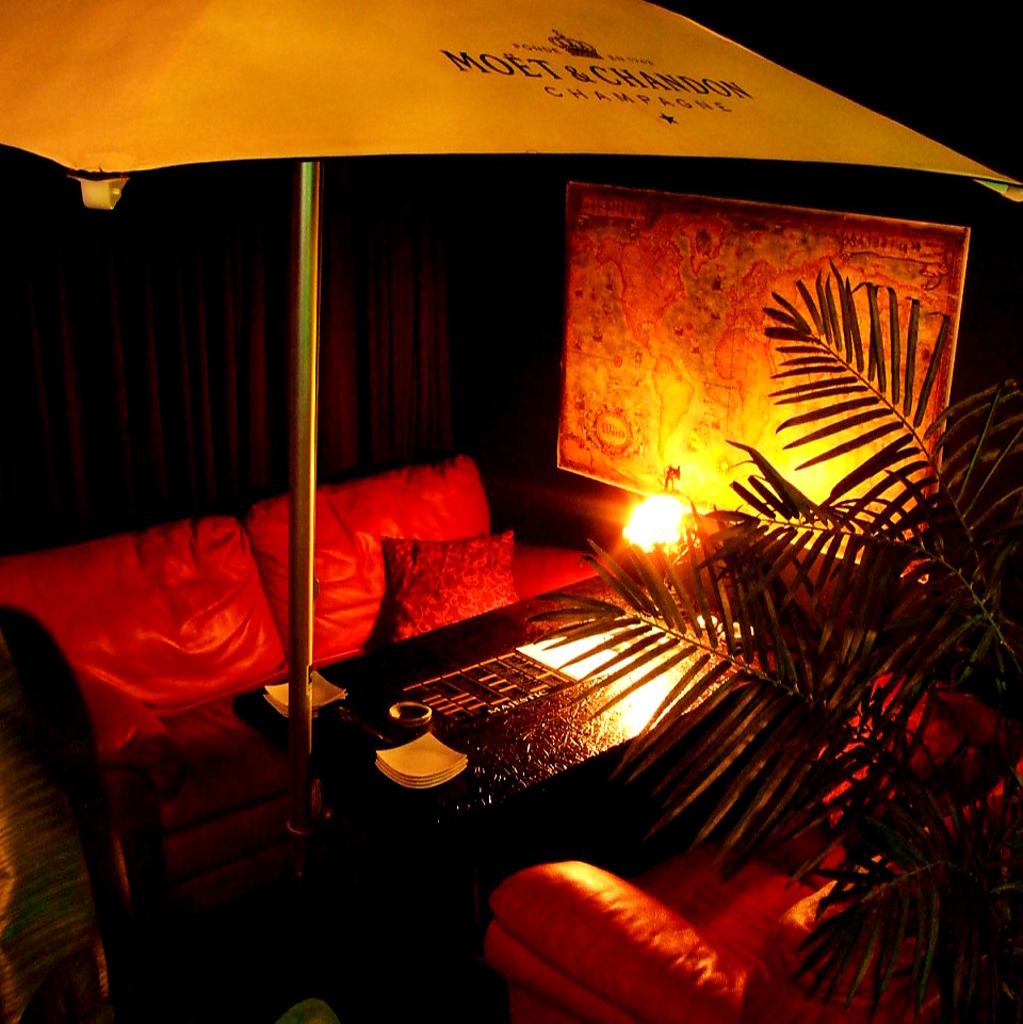 テントが付いたリゾート風のソファー席は大人気!本格イタリアンをお愉しみ下さい!