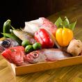 厳選されたお肉や獲れたての鮮魚、摘みたての旬野菜等を使用し一つ一つ丁寧に仕込んだ食材で作りあげた逸品料理を種類豊富にご提供しております。他ではなかなか味わえない当店自慢のカニ料理も必見です。