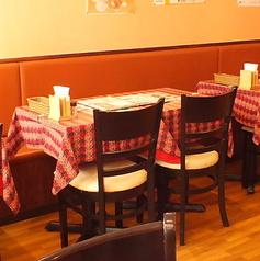 4名テーブル4卓ございます。