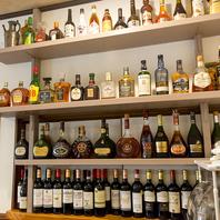 カウンターから見える景色・・豊富なワインとお酒の種類