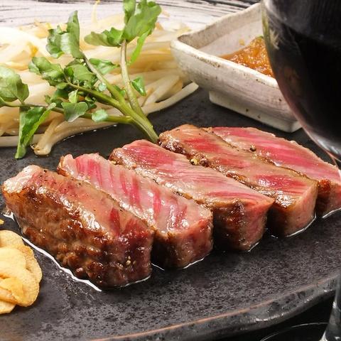 厳選黒毛和牛を使用したサーロインステーキ。新鮮有機野菜と合わせてご堪能ください。