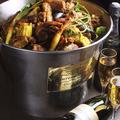 料理メニュー写真例)20種のハーブとスパイスの魚介入りケイジャンチキンバケツ