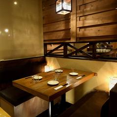 最大4名様でご利用頂ける半個室席は人気のお席です。週末や繁忙期のご予約はお早めにお問い合わせ下さい。函館五稜郭周辺での宴会や飲み会に最適です。※系列店の写真となります。