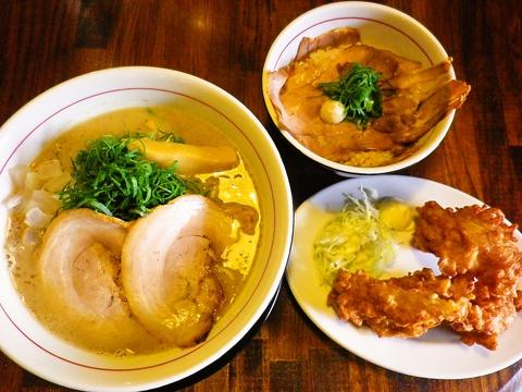 熟成白湯スープ、麺、トッピング、全てにこだわり有りの濃厚鶏豚骨ラーメンの店。