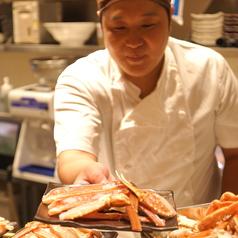 職人が丁寧に蟹をさばきます。新鮮な蟹をご堪能ください!