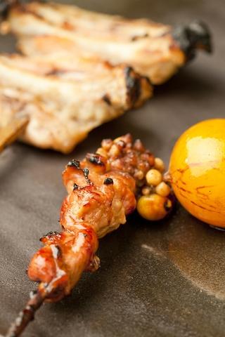 新鮮な鶏を使用した本格炭火焼鳥を心ゆくまで味わうお店