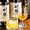 世界的に人気の【竹鶴】をはじめ、ドライフルーツのようなスイートさとなめらかな口当たりが特徴の【シングルモルト宮城峡】など、プレミアムなウイスキーを多数取り揃え。味の違いを体感でき、週末に、様々な楽しみ方で、いつもより少し贅沢なひと時をお過ごし下さい。